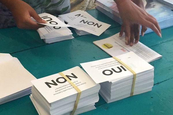 Référendum 2020. Mise sous pli. Bulletins Oui et Non