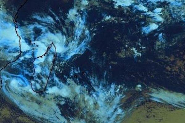 La tempêtre tropicale modérée Desmond est suivie d'une zone suspecte