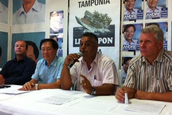 André Thien Ah Koon reçoit les soutiens de L. Boyer et JB Hoarau