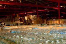 Porto Rico, le hangar à Poncé où sont entreposés des tonnes de provisions de première necessité
