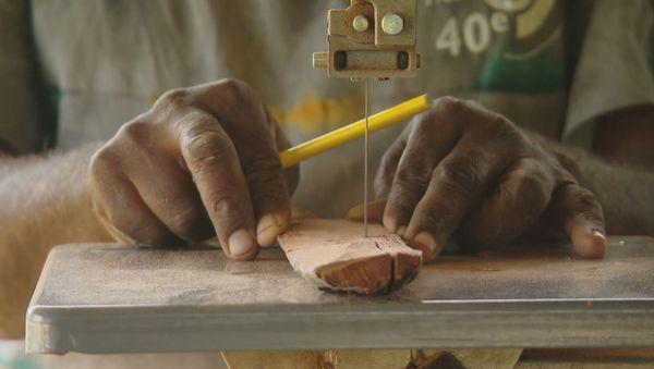 artisan bois lifou