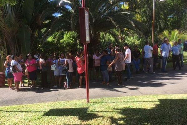 Manifestation des employés de la mairie de la Possesssion