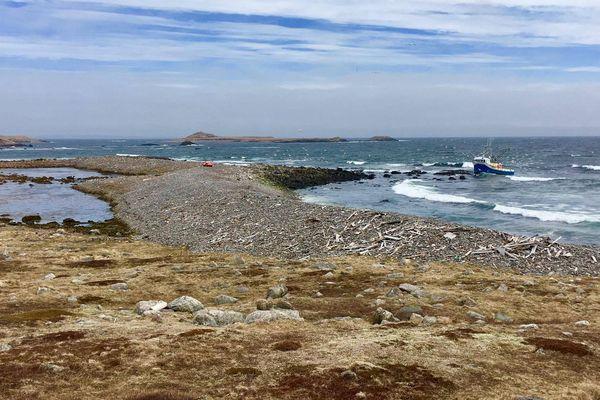 Le Arlene Adonna échoué sur l'île aux Marins 3