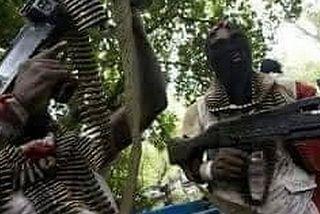 Les miliciens anjouanais lourdement armés