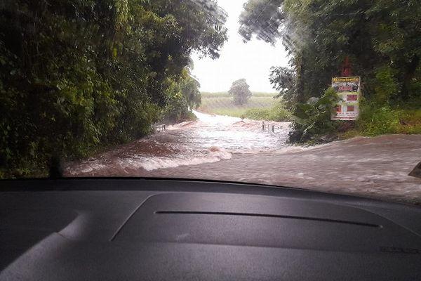 Route de Bras-Panon inondée