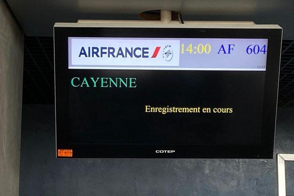 Aéroport panneau d'information