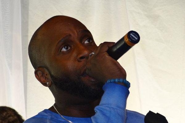 Warren présente son nouvel album Musikothérapy dans l'Acoustic de Guyane 1ère