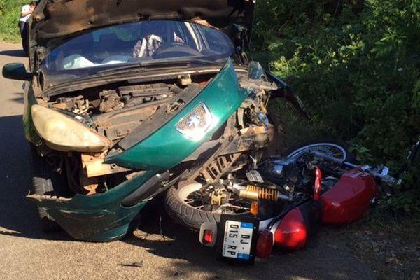 Accident spectaculaire à Kani Kéli