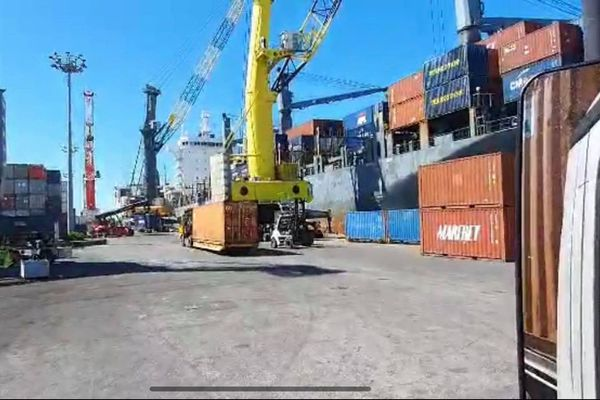 port autonome dockers containers
