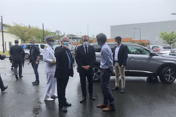 Arrivée de Sébastien Lecornu au Médipôle à 11H50