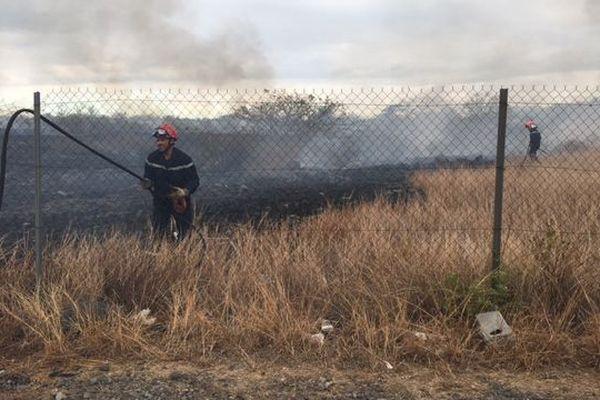 Un incendie ravage cinq hectares de broussailles à Cambaie
