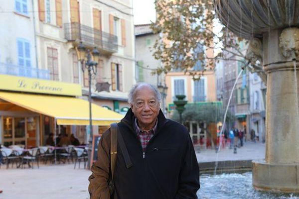 A Brignoles sur la place de la mairie, en face du bar La Provence