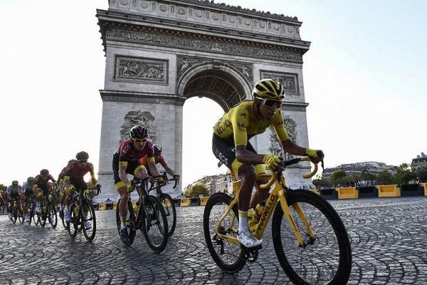 Tour de France : l'Australien Caleb Ewan s'impose dans la dernière étape, Egan Bernal remporte le Tour
