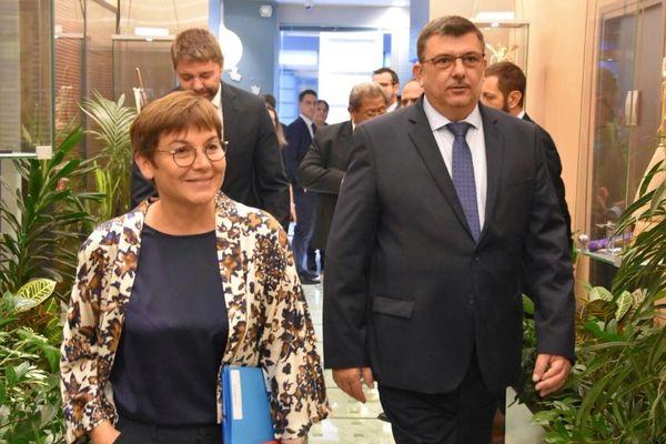 La ministre des Outre-mer, Annick Girardin, avec le président du gouvernement calédonien, Philippe Germain.