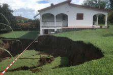 Le Marigot : Un glissement de terrain suite aux fortes pluies quartier Dominante.