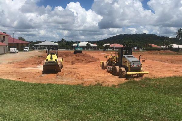 Des travaux de terrassement pour une future place du marché