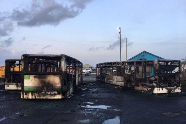 Trois bus incendiés ce matin à Fort-de-France