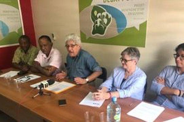 Les membres chargés de l'organisation du débat public sur la Montagne d'or