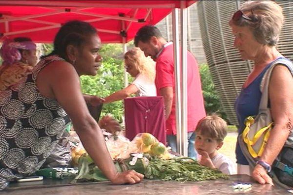 Capture du marché des femmes rurales au centre Tjibaou (4 mars 2018)