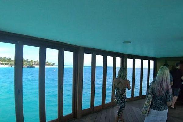Entrée du restaurant Undersea aux Maldives