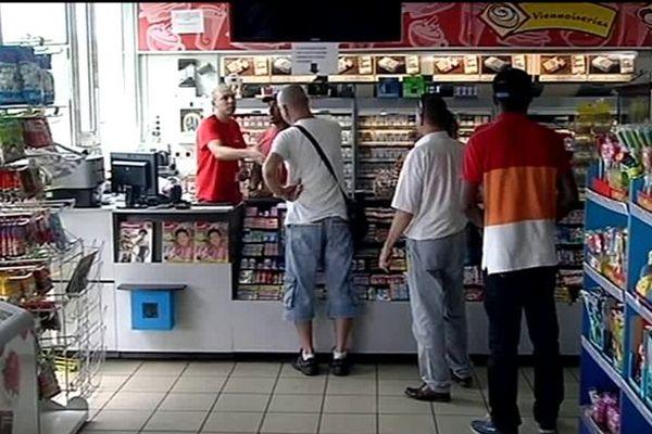 Appel au boycott des boutiques de stations-service