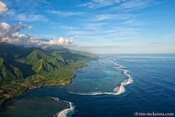 La passe de Hava'e et les montagnes luxuriante de la presqu'île