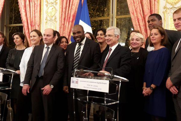 Jean-Marc Mormeck (au milieu) présente sa plateforme pour l'emploi des jeunes ultramarins