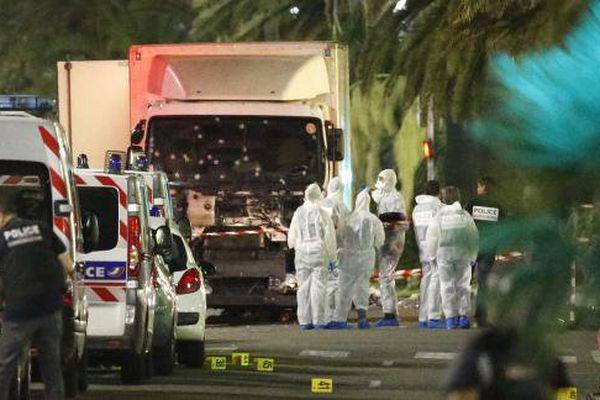 Evacuation de victimes de l'attentat de Nice