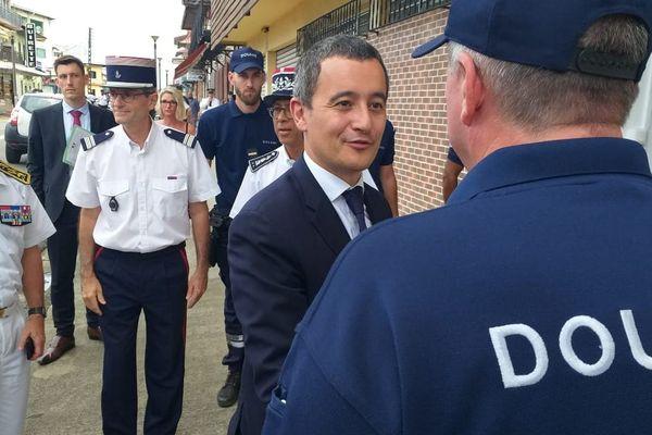 Gérald Darmanin à la direction des douanes à Cayenne