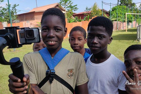 Romain Garcia initie les enfants à la vidéo via un smartphone