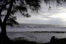 La houle s'amortit lentement, ce  lundi 19 avril 2021. La baie de Saint-Paul retrouvera son calme en fin de journée.
