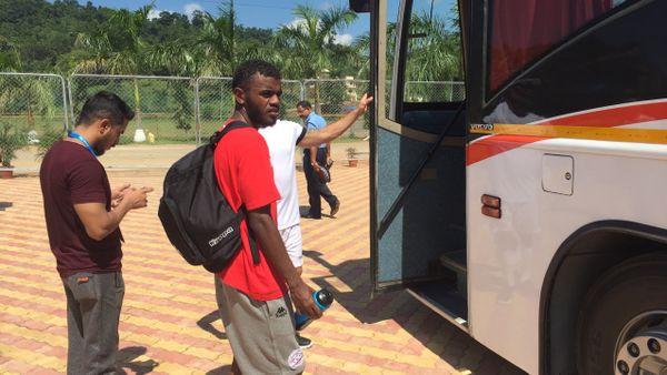 Fin de l'entraînement pour Bernard Iwa et les siens, et retour à l'hôtel.