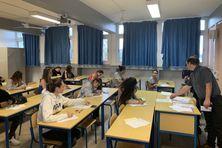 Des élèves de première passent une épreuve d'italien au lycée Lapérouse