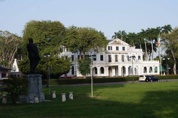 Le palais présidentiel au Surinam