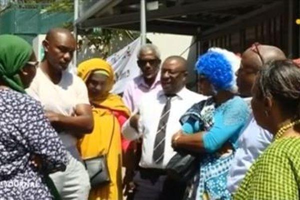 Les élus locaux devant la pref