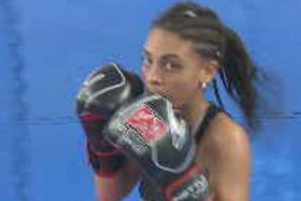 Sarah – Lysa,à l'entraînement de Boxe Thaï