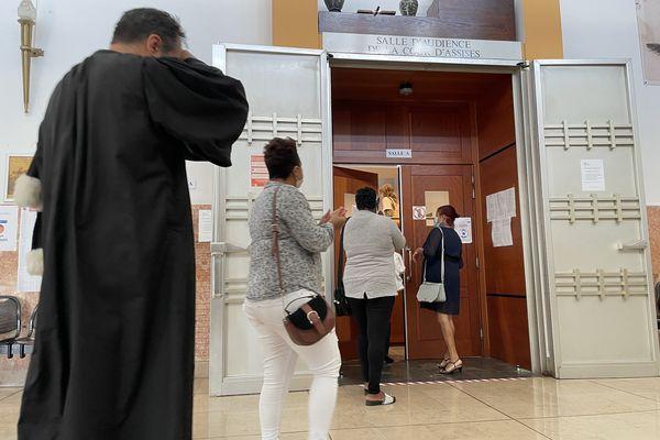 L'ouverture du procès sur la mort d'Elianna ce lundi 3 mai à la cour d'Assises de Saint-Denis.