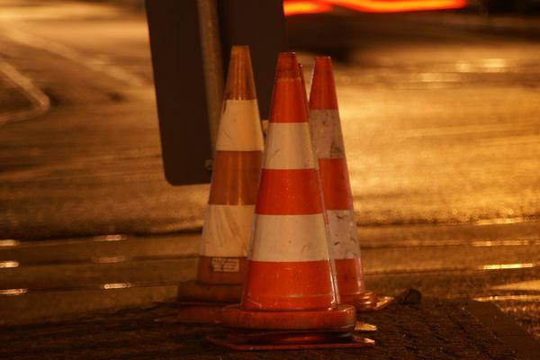 Cône de signalisation de travaux sur route