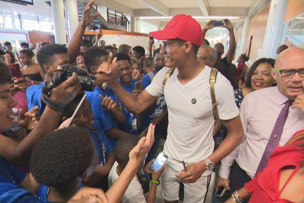 Arrivée de Raphaël Varane vendredi 22 juin 2019 Aéroport Aimé Césaire