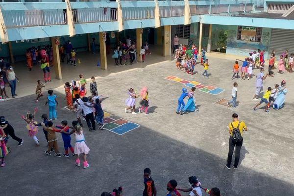 Carnaval dans la cour de récréation