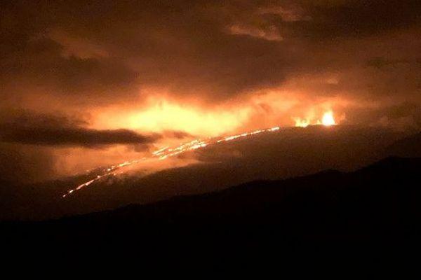 Piton de la Fournaise observation nuit depuis route des laves 080319
