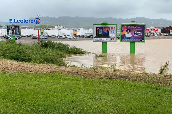 Inundación de estacionamiento de Lamentin