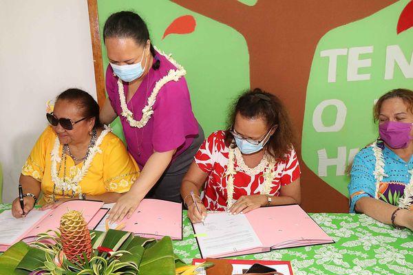 Christelle Lehartel, et la présidente de la Fédération Te Niu o te Huma, Henriette Kamia