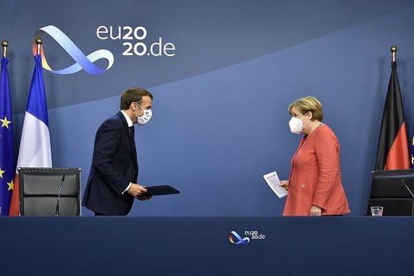 Emmanuel Macron et Angela Merkel à la fin du sommet européen le 21 juillet 2020