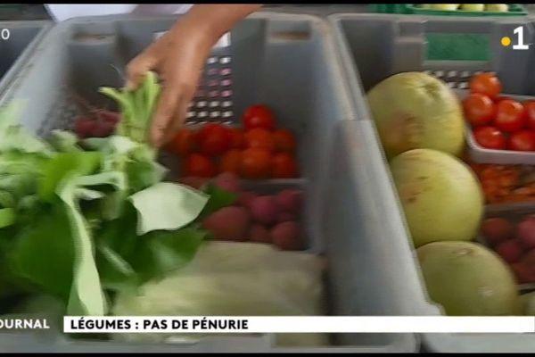 Les maraîchers locaux pallient l'absence de légumes frais importés.