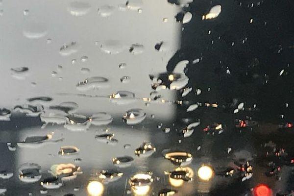 Pluie sur la route du littoral