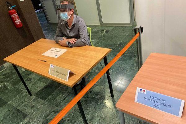 Elections départementales régionales bureau de vote saint-denis 150621