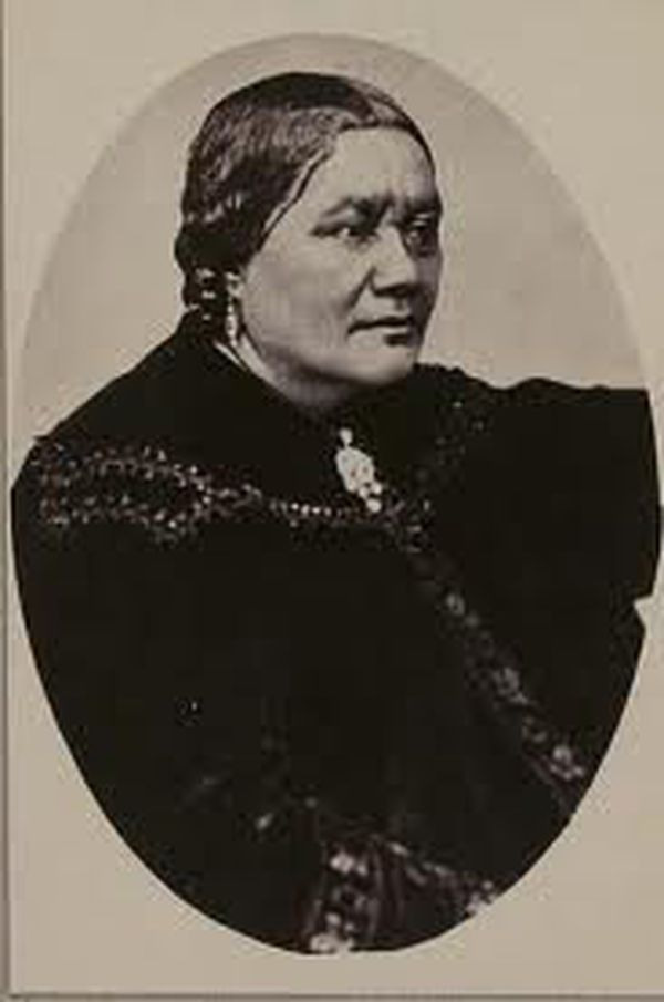Reine Pomare V