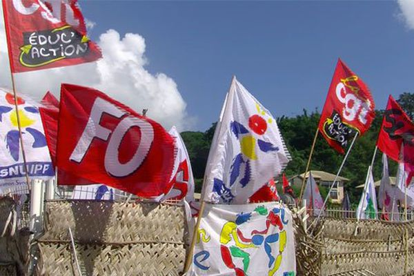 Drapeaux syndicats