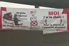 Banderole qui trône au siège du Service départemental d'incendie et de secours de Guadeloupe (SDIS)